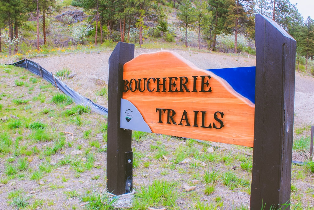 The sign at the trailhead of the Boucherie Rush Trail