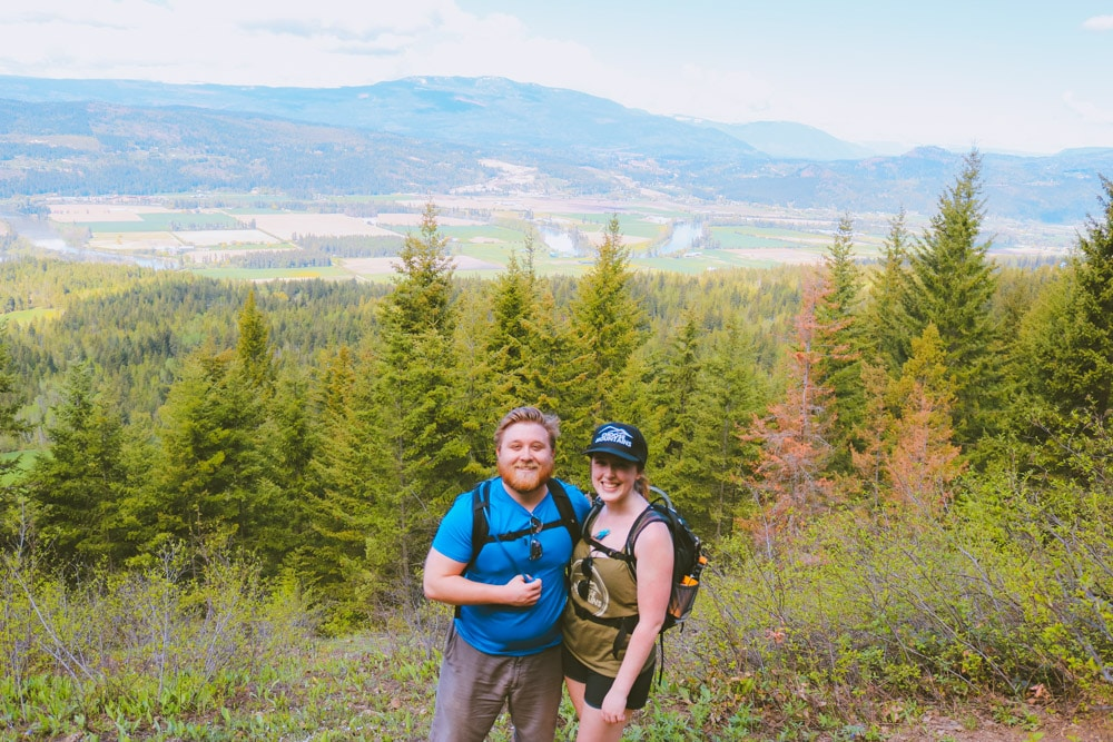 A couple hiking the Enderby Cliffs trail