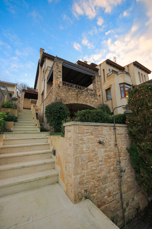Huge house in Rafina, Greece