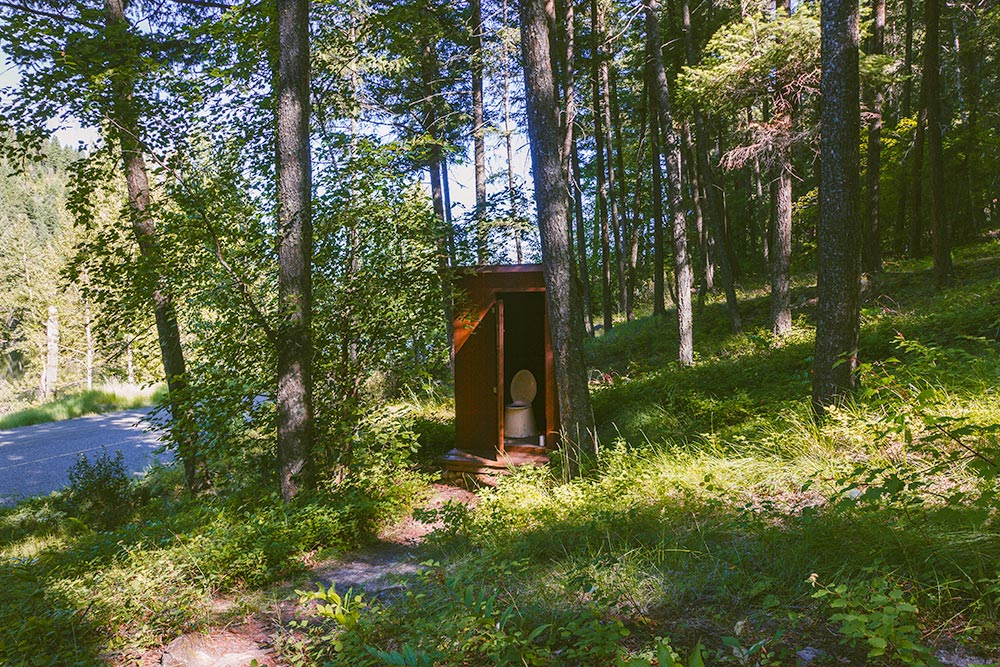 An outhouse at the trailhead to the Pillar.
